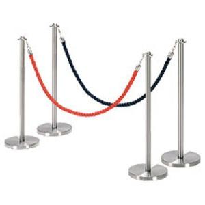 Słupki odgradzające ze sznurem (kordony hotelowe)