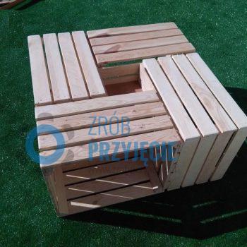 Stół drewniany ze skrzynek